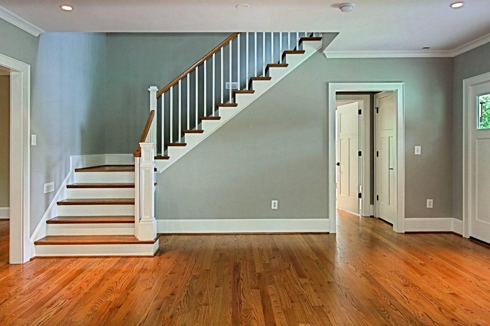 Идеальные двери и лестницы в нашем доме